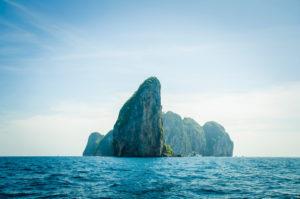 Felsen im Wasser Asien Urlaub